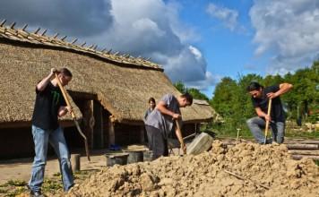 moddergooiende bouwvakkers